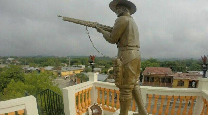 Monumento al General Miguel Ángel Ortez en el parque de Palacaguina