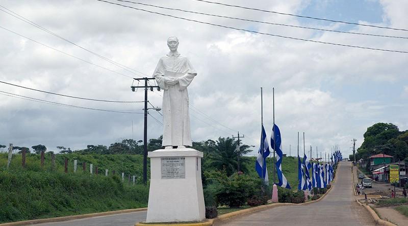 Monumento al Patrono San Carlos de Borromeo en la entrada de la ciudad