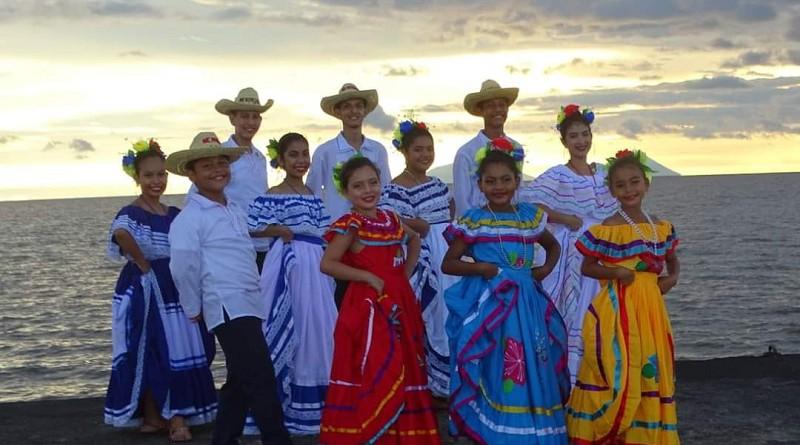 Integrantes de la Escuela Municipal de Danza de San Miguelito