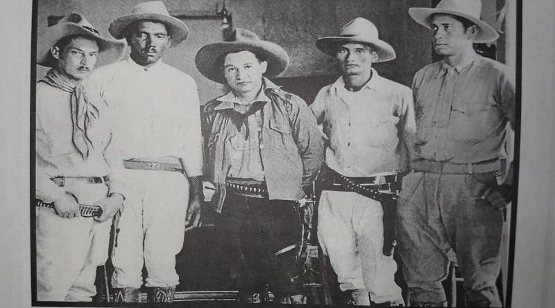El General Sandino  en la última foto que se conoce   con miembros del EDSN. Aparecen de izquierda a derecha Coronel Sócrates Sandino,, General Juan  Pablo Umanzor, Coronel Santos López y General Francisco Estrada