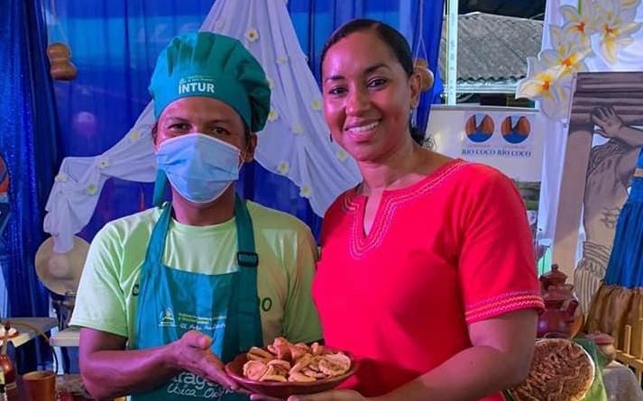 Anasha Campbell co-directora de Intur con  Jenifer del Carmen López de Somoto