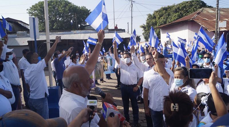 Autoridades municipales en lanzamiento de Fiestas Patrias