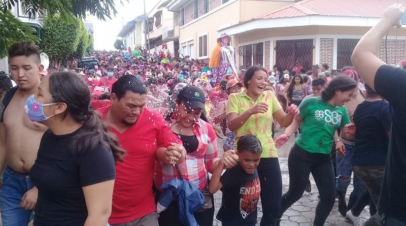 En estas Fiestas Patrias se realizá el tradicional Festival de Gigantonas. (foto archivo)