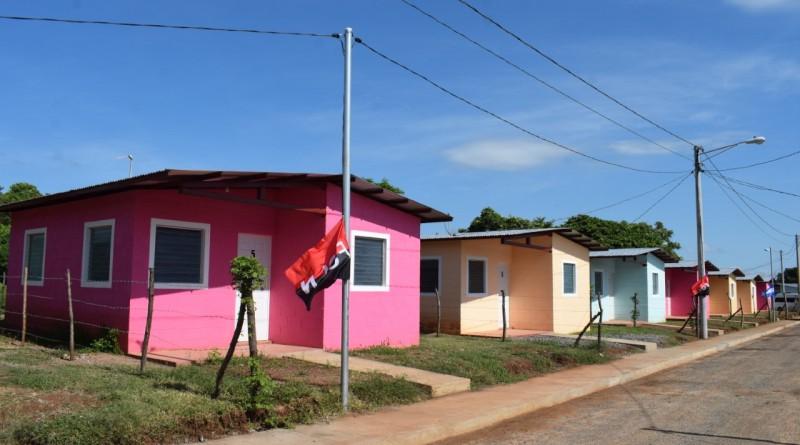 Las casas de cartón y lata que habitaban familias de Miralagos y Quilombo en Granada son cosas del pasado, FSLN les dota de techos dignos
