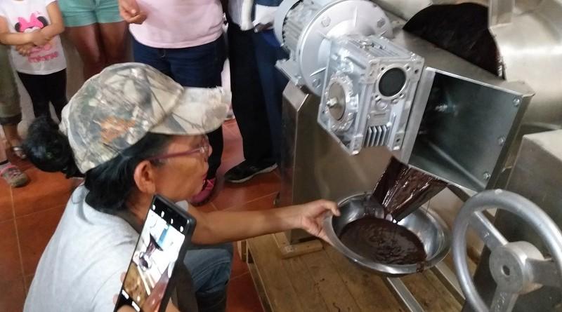 Casi finalizando el proceso, chocolate líquido
