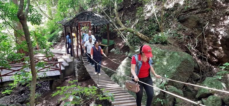 Desde el puente colgante  del parque natural  se aprecia el entorno en todo su esplendor