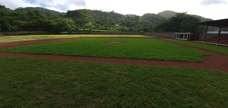 Estadio de béisbol y fútbol