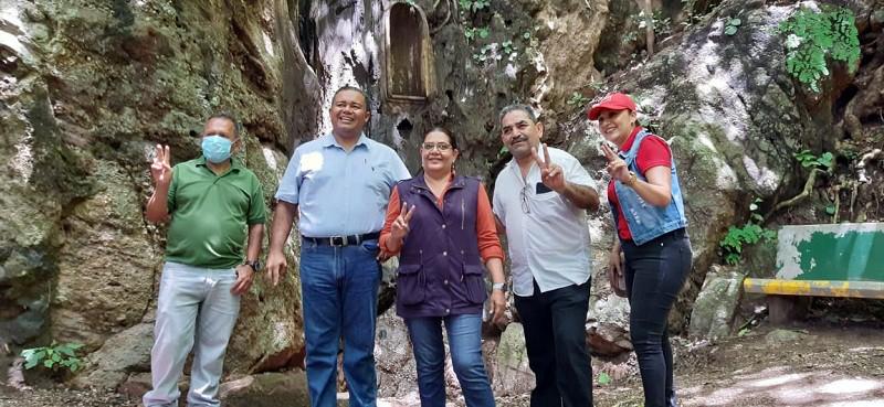 El Parque Natural Zonzapote que deriva su nombre de la abundancia de zapotes en el pasado es un sitio boscoso con gran diversidad, rico clima,  leyendas y caídas de agua.