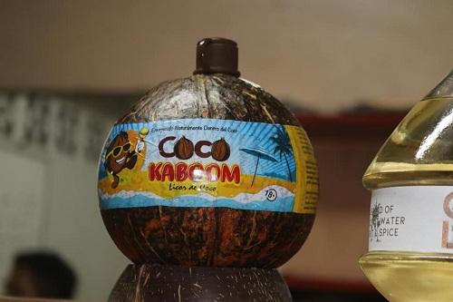 Agua de coco en envase   original