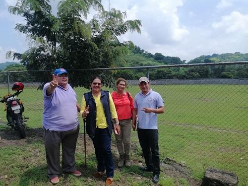 La presidenta del Inifom  Guiomar Irías con el alcalde Gonzalo Bellanger , Mirna Baez  secretaria política  y Roberto Morales, responsable de proyectos de la alcaldía de Comalapa