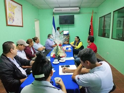 En Comalapa, se reunió con el gobierno local que encabeza el doctor Gonzalo Bellanger para evaluar planes y programas