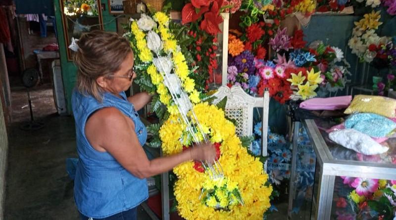 Feria de las flores en todo el país; en cementerios limpieza, fumigación y aplicación BTI