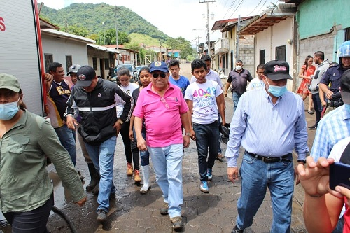 El director de Sinapred Guillermo González y el alcalde de jinotega, Leonidas Centeno recorren la ciudad evaluando daños ocasionados por las primeras lluvias de octubre