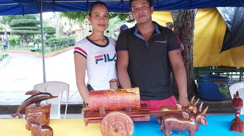 Inifom visita exposición del concurso de artesanía municipal en Juigalpa
