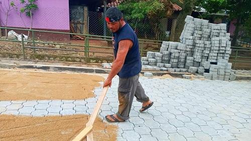 Otra vía adoquinada fue construida en la comunidad Santa Clara en San Fernando.
