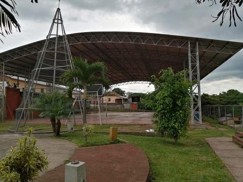 Cancha con techo en la Plaza Juan Pablo II