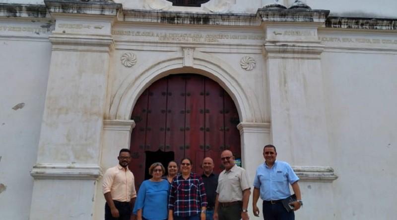 En la entrada principal del santuario Nacional de la Virgen del Trono