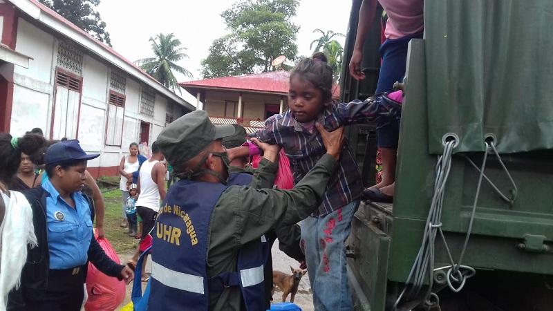 El Comupred de Waspán en coordinacion con la Unidad Humanitaria de Rescate, Bimur y líderes comunales en la evacuación de la comunidades de Li Aura
