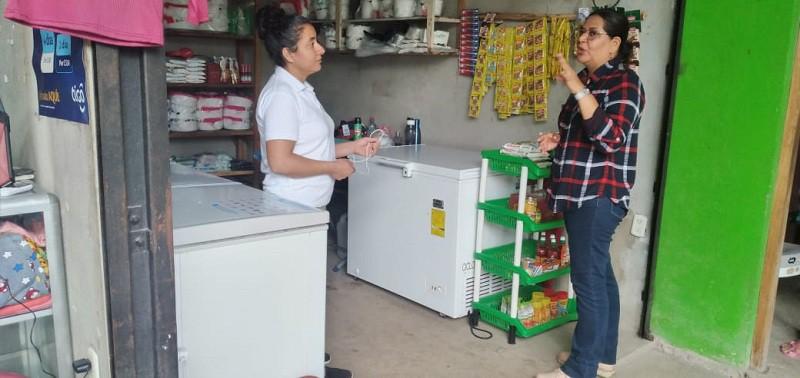 Elizabet Rodríguez vendedora de productos varios. Antes trabajaba en Costa Rica pero se estabilizó en su pueblo gracias al tramo en el mercado que le facilitó el gobierno local.