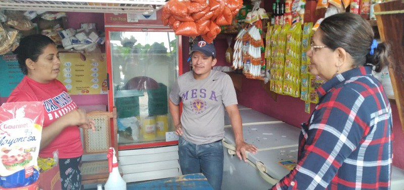 Janiret Zamora vendedora de pollo