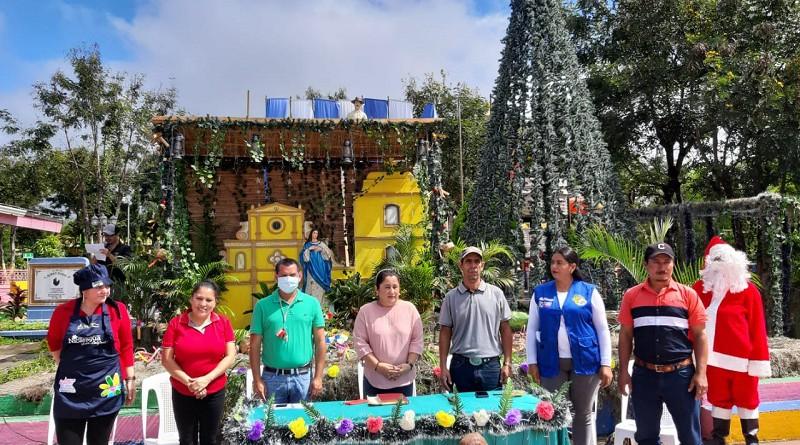 Equipo municipal en el lanzamiento del concurso El Municipio Más Navideño