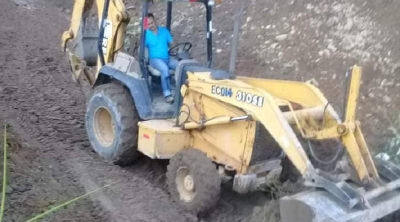 En la restuaración de caminos en Caño Negro-La Kaskita en Waslala
