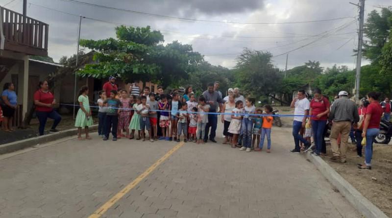 Inaugurando calle en la comunidad Nancimi en Tola