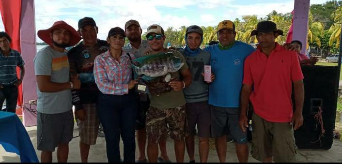 Premio a protagonistas de torneo de pesca en Morrito