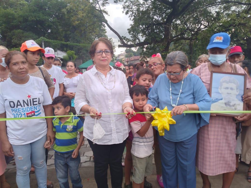 Vecinos cercanos a La Parroquia inauguran puente del mismo nombre