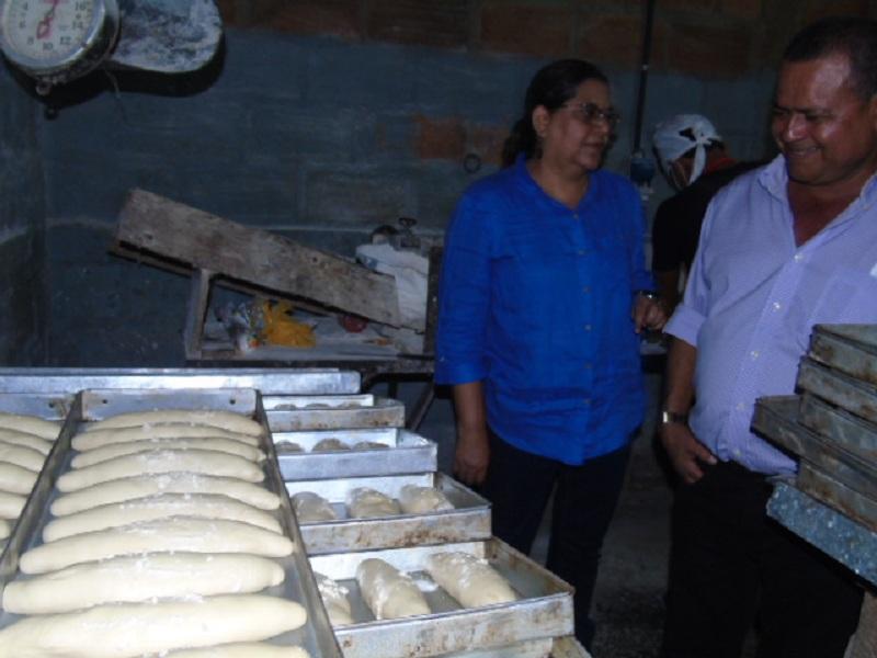 También charló con Glays Francisca y José, propietarios de Panadería Zambrana, negocio que iniciaron con el Programa Usura Cero. José con su salud quebrantada expresó su agradecimiento por lasatenciones con calidez y solidaridad de parte del gobierno.