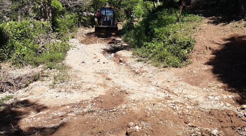 Tola:El MTI trabajando en la rehabilitación de camino en la comunidad Cuascoto