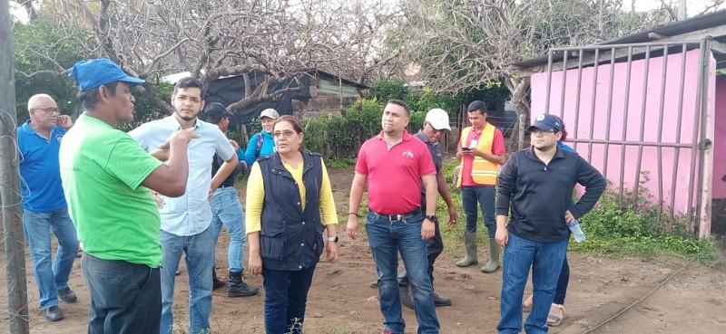 Presidenta ejecutiva del Inifom supervisa puntos críticos en Potosí y visita a familias de Ochomogo