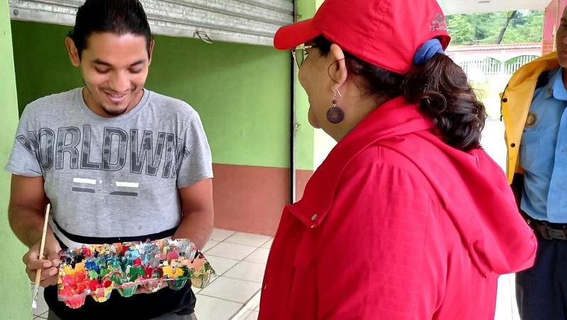 Eljoven Cristian Martínez, pintor y maestro de ese arte dice estar muy contento por las estrategias que impulsa el gobierno para el rescate y promoción del arte, la cultura en todas sus manifestaciones.