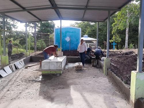 Mejoramiento de tres cementerios, en El Coral.