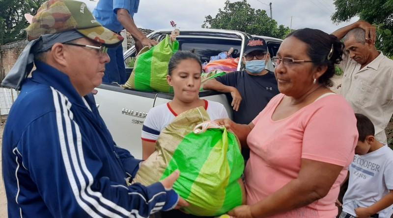 Sébaco : Familias de la comunidad Río Nuevo #2 afectadas durante el curso del Iota reciben paquetes alimenticios