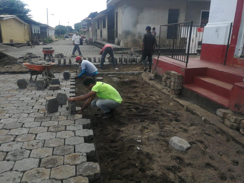 Nandaime: Reparando calles destrozdas por Iota