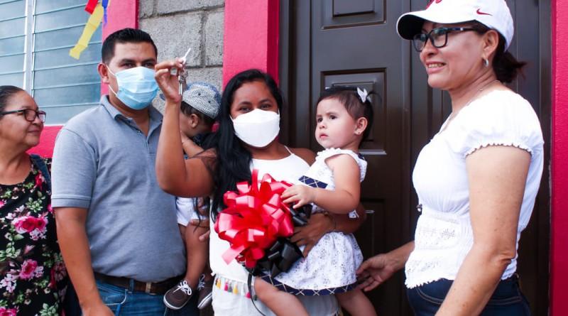 Ocotal: Entrega de la última de las cinco casas del Programa Bismarck Martínez, otorgadas a igual número de familias
