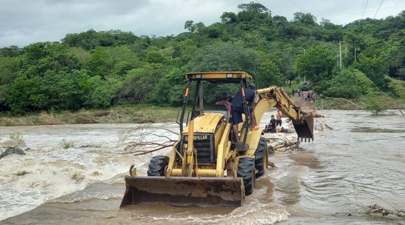 San Juan de Limay: Maquinaria en limpieza y dragado,de río