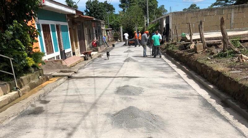 El gobierno local de Santa Teresa y las familias inaugurarán 19 calles mejoradas en el barrio El Calvario.