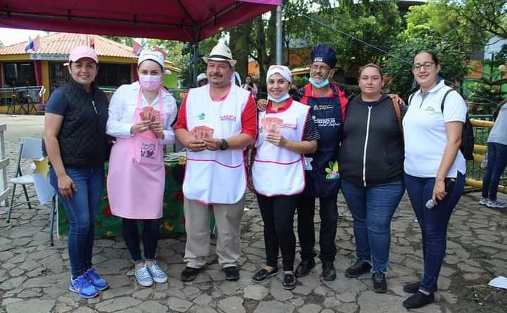 Martha Lorena Zeledón ganó 1° lugar con pierna de cerdo en salsa agridulce al horno El segundo y tercer lugar fue para dos lomos rellenos presentados por Cindy Moreno y Víctor Prado.