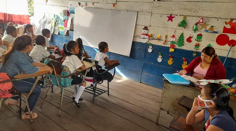 En una escuela de  Bonanza