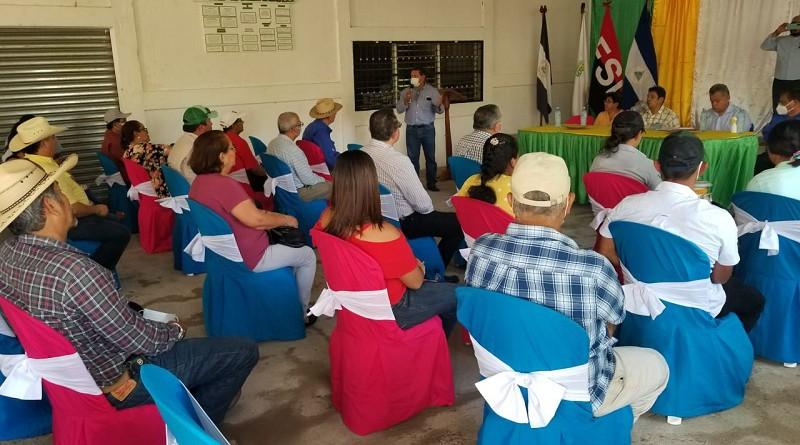 Productores de Acoyapa en reunión  con el ministro de Agricultura y Ganadería Edward Centeno, Ricardo José Somarriba  director ejecutivo del Instituto de Protección y Sanidad Agropecuaria  (IPSA) y Aristides Gómez delegado del Inifom en la V Región donde abordaron el tema de la trazabilidad del ganado