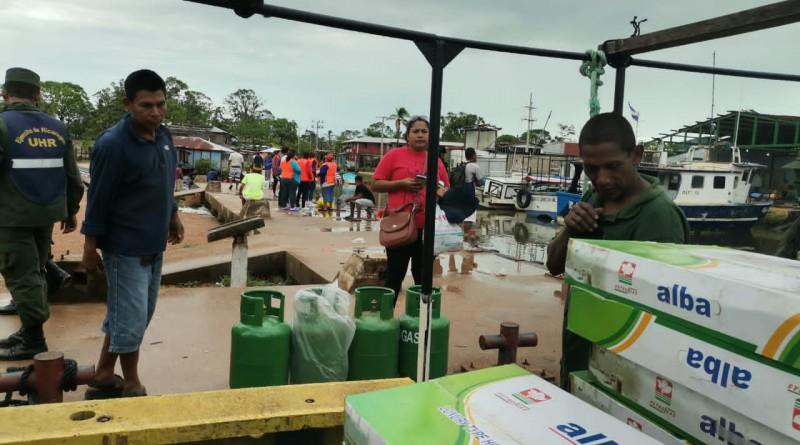 Puerto Cabezas: Cocina y tanques de gas para las familias de la comunidad de Karata y Wawa Bar mando el gobierno del Presidente Ortega y compañera Rosario