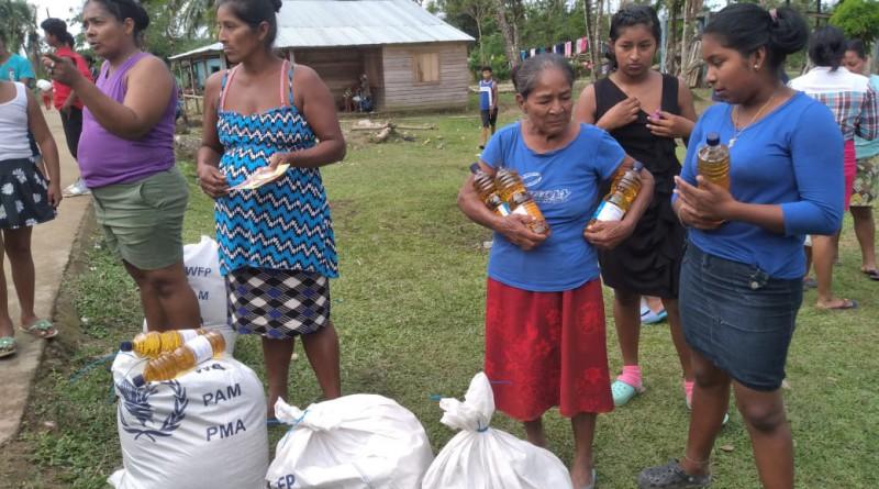Rosita: Entrega de paquetes de alimentos a las familias afectadas por los huracanes Eta y Iota En las comunidades Dibahil y Fruta de Pan.