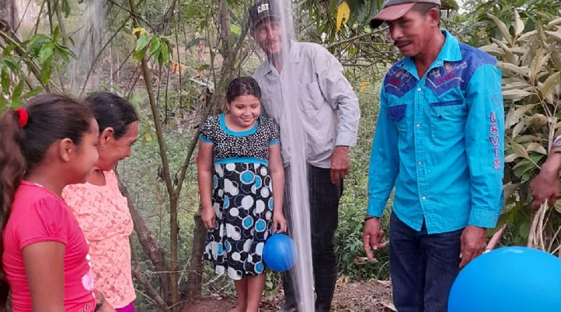 Kukr-Hill: Los integrantes de 30 familias de la comunidad de Wary inauguran felices, el pozo de agua potable sistema que les suministra el vital líquido en cada uno de sus hogares. El Inta por otra parte entregó bonos productivos
