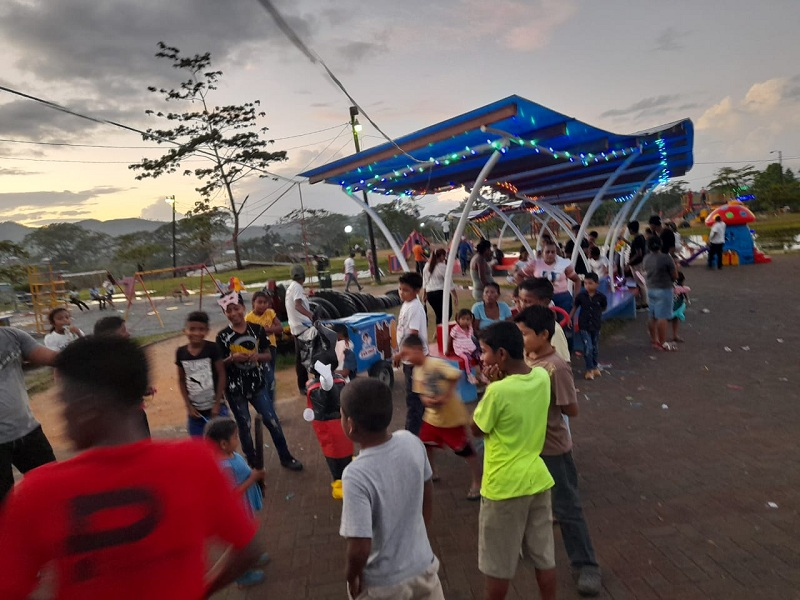 En el parque central de Bonanza, Promotoría Solidaria llevó alegría a la niñez en saludo a l 14 aniversario del buen gobierno