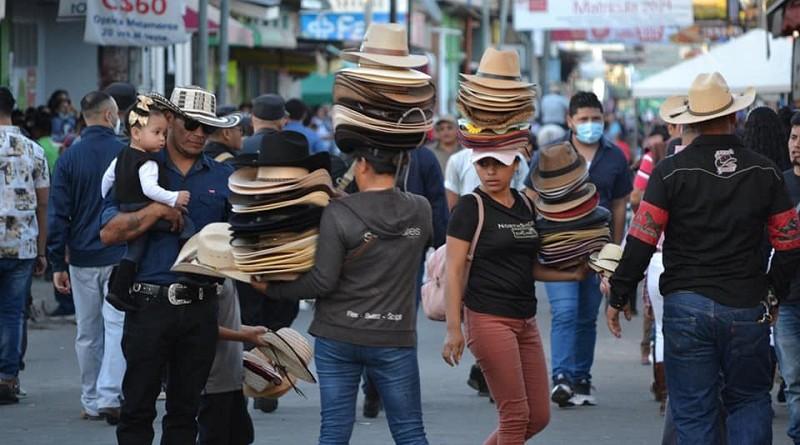 Actividad comercial durante la cabalgata en Estelí