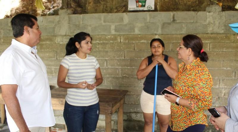 Mayerli Castro apoya a la alcaldía en preservar la limpieza en  el centro turístico El Salto