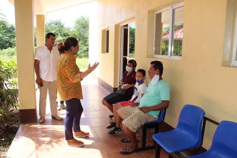 Conversando con pacientes que llegan a recibir terapia