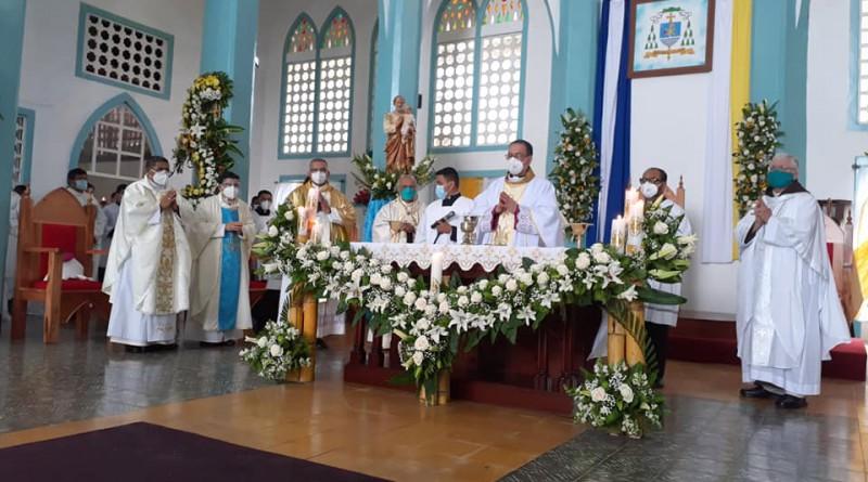 Consagración Episcopal y toma de posesión de primer Obispo nicaragüense en Diócesis de Bluefields